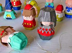 muñecos con cartones de caja de huevos                              …