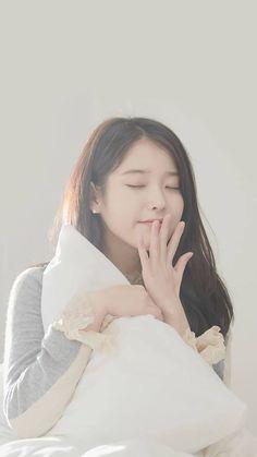 [140819 ©BM] Korean Beauty Girls, Pretty Korean Girls, Cute Korean Girl, Beautiful Asian Girls, Asian Beauty, Kpop Girl Groups, Kpop Girls, Girl Artist, Iu Fashion