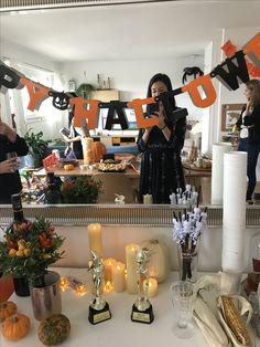 Mesa drinks, vinho com rótulos especiais Halloween