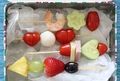 Cute School Lunch Ideas for Kids - There is something about mini skewers that are so appealing to kids (and adults).