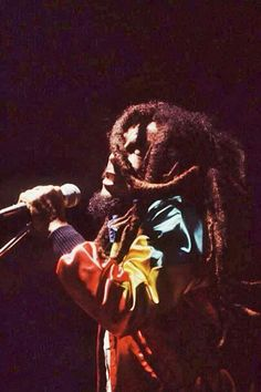 Bob Marley live 1980 Bob Marley Legend, Reggae Bob Marley, Rasta Art, Bob Marley Pictures, Marley Family, Jah Rastafari, Robert Nesta, Nesta Marley, Jamaican Music
