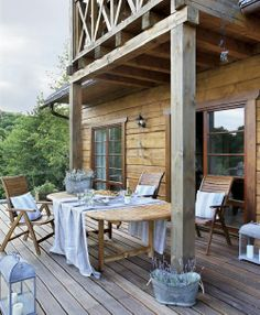 And today's house belongs to Hania, who has turned it into a bed and breakfast. I'm not sure of its location but it might be in Poland as the photographs are from a Polish online magazine. Rustic Elegance, Rustic Chic, Rustic Deck, Outdoor Rooms, Outdoor Dining, Table Teck, Balustrades, Estilo Shabby Chic, Al Fresco Dining