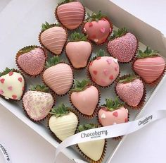 Hot chocolate with banana - Clean Eating Snacks Chocolate Covered Treats, Chocolate Dipped Strawberries, Strawberry Dip, Homemade Chocolate, Cute Food, Food Cravings, Delicious Desserts, Sweet Treats, Sweets