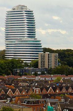 Het kantoor van de Dienst Uitvoering Onderwijs en Belastingdienst, DUO Groningen, in de volksmond het 'Cruiseschip'.