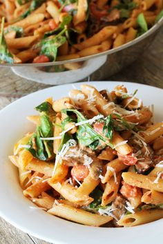 Rosa A creamy tomato pasta with a kick! Penne Rosa is a 15 minute meal that is sure to please! may refer to: Veggie Recipes, Pasta Recipes, Vegetarian Recipes, Dinner Recipes, Cooking Recipes, Healthy Recipes, Dinner Ideas, Veggie Meals, Chef Recipes