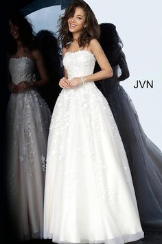 You will feel like a modern day princess while wearing this beautiful ball gown by Jovani. The fabulous gown showcases a classy strapless sweeth. Tulle Balls, Tulle Ball Gown, Ball Gowns Prom, Informal Wedding Dresses, Dress Wedding, Formal Dresses, Promotion Dresses, Prom Dresses Jovani, Pageant Dresses