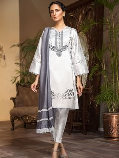 Khas Luxury Pret Formal Silk & Velvet Kurtis Collection 2020 contains embroidered winter formal shirts with organza duappatas and awesome stitching styles Fancy Buttons, Creative Shirts, Dress Neck Designs, Casual Suit, Party Wear Dresses, Off White Color, Festival Outfits, Comfortable Outfits, Stylish Dresses