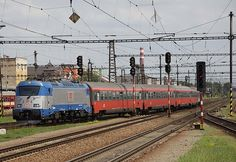 Twenty of the Škoda 109 E locos are already in service in the neighboring Czech Republic. No. 380 003 arrives at Kolin east of Prague with an express train on July 7, 2013.