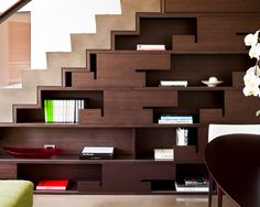 Escada com prateleiras embaixo                                                                                                                                                                                 Mais