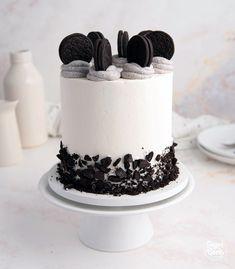 Red Velvet Birthday Cake, White Birthday Cakes, Elegant Birthday Cakes, Birthday Cakes For Men, Wasc Cake Recipe, Oreo Cake Recipes, Cake Decorating Designs, Cake Designs, Buttercream Cake Decorating