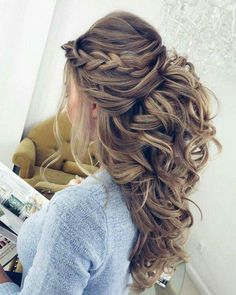 Pretty Half up half down hairstyles - Pretty partial updo wedding hairstyle is a great options for the modern bride from flowy boho and clean contemporary cute bridal hair styles Easy Wedding Guest Hairstyles, Hairstyle Wedding, Curly Wedding Hairstyles, Hair Updos For Weddings Guest, Medium Length Wedding Hairstyles, Easy Weddings, Engagement Hairstyles, Hairstyles For A Party, Bohemian Wedding Hairstyles