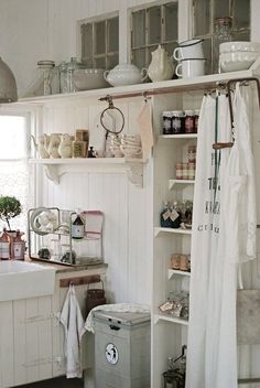 The shabby chic decorating style is especially warm and inviting for any interior design. Here I have a great collection of 35 awesome shabby chic kitchen designs, accessories and decor ideas for y… Cottage Kitchens, Home Kitchens, Country Kitchens, Modern Kitchens, Small Kitchens, Black Kitchens, Country Decor, Farmhouse Decor, Country Style