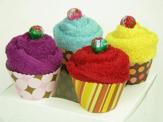 guest towel cupcakes with template #tutorial or maybe even for baby shower to do with receiving blankets