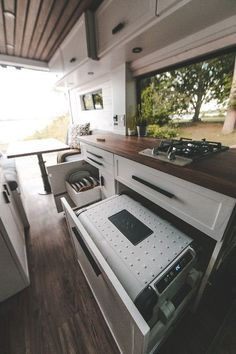 17 RV Kitchen You Must Have - Outdoor-Camper - Decoration Scheme Color, Color Schemes, Camper Life, Rv Life, Rv Campers, Custom Campers, Camper Caravan, Tiny House, Vw Camping