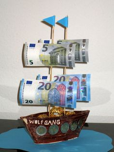 Great A ship made of earthenware, skewers, some banknotes and some mintings. , Great A ship made of Baby Shower Gifts For Boys, Baby Shower Fall, Baby Boy Gifts, Baby Boy Shower, Birthday Gift Baskets, Birthday Gifts, New Mom Gift Basket, Diy And Crafts, Paper Crafts