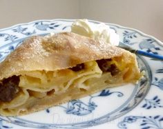 Apfelstrudel comme à Vienne - Apfel Kuchen My Favorite Food, Favorite Recipes, Thermomix Desserts, French Food, Mini Desserts, Mini Cakes, Cakes And More, Apple Pie, Comme