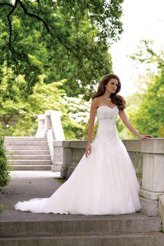 lace a-line natural waist sleeveless sweetheart chapel train wedding dress - Gopromdress.co.uk