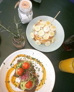 Brunchtime #sunny #day #in #stuttgart #breakfast #gardeners #nosh #nice #time #with #my #bestfriend # #banana #pancakes #avocado #tomatoes Banana Pancakes, Tomatoes, Avocado, Nice, Breakfast, Food, Stuttgart, Morning Coffee, Lawyer