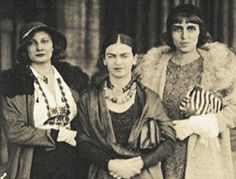 1930 San Francisco Frida Kahlo with sister Cristina Kahlo and Cristina Casati Diego Rivera, Frida E Diego, Frida Art, Famous Mexican, Mexican Artists, Love Her, Marchesa, Persona, People