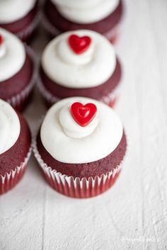 Factors You Need To Give Thought To When Selecting A Saucepan Soft, Moist, And Delicious Red Velvet Cupcakes With Cream Cheese Frosting - The Perfect Treat For Valentine's Day Or Any Time Of Year Mocha Cheesecake, Low Carb Cheesecake, Cupcake Cream, Cupcakes With Cream Cheese Frosting, Valentine Desserts, Sweet Desserts, Cupcake Recipes, Baking Recipes, Dessert Recipes