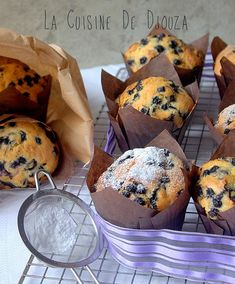 Large blueberry muffins like starbucks Best Blueberry Muffins, Carrot Muffins, Healthy Muffins, Blue Berry Muffins, Sweets Recipes, Muffin Recipes, Cake Recipes, Cupcakes, Cupcake Cakes