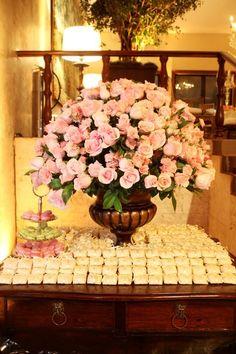 light pink; bem casados