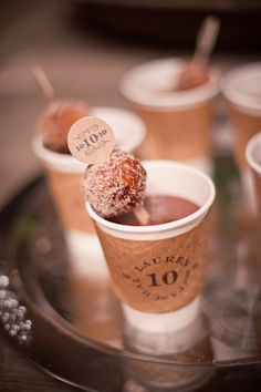 Coffee and donuts for the guests - such a great idea for dessert or brunch! Mein Café, Yummy Treats, Sweet Treats, Wedding Donuts, Wedding Snacks, Wedding Favors, Coffee Bar Wedding, Wedding Desserts, Wedding Ideas