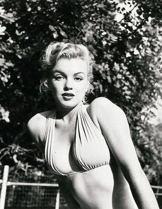 Marilyn Monroe (born Norma Jeane Mortenson) was an American actress, model, singer, humanitarian and producer. The aim of 'OurGirlMarilyn' is to reveal the woman behind the worlds famous sex symbol and dispel the many myths that surround her. Old Hollywood, Hollywood Glamour, Classic Hollywood, Fotos Marilyn Monroe, Marylin Monroe Body, Photo Star, Norma Jeane, Iconic Women, Brigitte Bardot