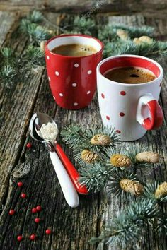 christmas mood Christmas mood, two cups of coffee and pine branches on old wooden surface I Love Coffee, Coffee Break, My Coffee, Morning Coffee, Christmas Coffee, Christmas Drinks, Christmas Mood, Christmas Music, Coffee Cafe