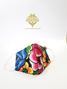 Cubreboca mexicano. Mexican Style. Mexican outfit. Bordados mexicanos Mexican Outfit, English Class, Sunglasses Case, Bags, Outfits, Shopping, Ideas, Fashion, Mexican Crafts