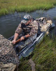 Kayak waterfowl hunter Adam Corry gets comfortable in his camouflaged Wilderness Systems Ride Duck Hunting Blinds, Duck Hunting Boat, Moose Hunting, Turkey Hunting, Hunting Tips, Hunting Stuff, Kayak Fishing Tips, Canoe And Kayak, Kayak Camping