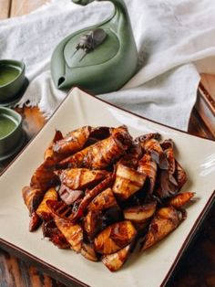 Braised Spring Bamboo Shoots or yóu mèn sun (油焖笋). If you're a vegan, or you just like Chinese red-cooked or hong shao dishes, then these vegetarian braised spring bamboo shoots are the ultimate dish for you! Edamame, Broccoli, Wok Of Life, Bamboo Shoots, Mets, Pork Belly, Vegan Dishes, Food Dishes, Chinese Food