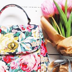 Our Greenwich Rose turn lock handbag is petal perfection! :hibiscus::cherry_blossom::bouquet: thanks for sharing @brickdustandglitter #floral #tulips #handbag