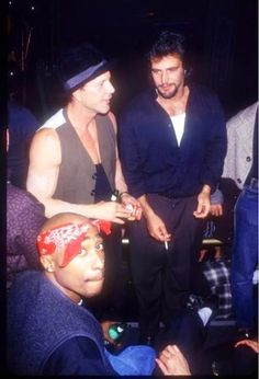 Rap artist Tupac Shakur and other celebrities attend a fashion show party on November 1994 in New York City. (Photo by Arnaldo Magnani/Liaison) Hip Hop And R&b, Hip Hop Rap, Tupac Videos, Tupac Art, Tupac Wallpaper, Tupac Makaveli, Fashion Show Party, Tupac Pictures, Eminem Photos