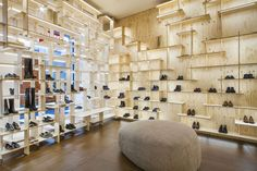 Japanese architect Kengo Kuma has covered the interior of Camper's Milan store in a grid of pale ply that stretches from floor to ceiling. Kengo Kuma, Retail Interior Design, Arch Interior, Window Display Design, Shop Window Displays, Visual Merchandising, Shoe Store Design, Pin Maritime, Tents