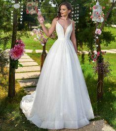 Rochia de mireasa-AZALEEA.Colectia THE GARDEN STORY by AMANDA DI VELLI-2020. Bridal Dresses, Wedding Gowns, Amanda, Formal Dresses, Garden, Collection, Fashion, Bride Gowns, Moda