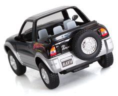 Replika kultowego samochodu Toyota RAV4. Z otwieranymi drzwiami i licznymi detalami. Pasują i na prezent i do własnej kolekcji.