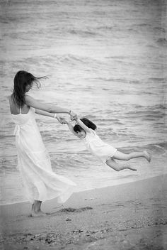 Moms & Daughters: Fun on the beach