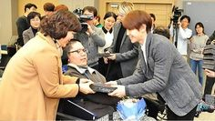 B2ST visits disabled students at their graduation | http://www.allkpop.com/article/2014/02/b2st-visits-disabled-students-at-their-graduation