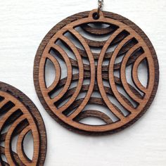 - wood stained two contrasting colors, dark walnut and golden oak. - Light weight, easy to wear and lots of Mehr Laser Cutter Ideas, Laser Cutter Projects, Wooden Earrings, Wooden Jewelry, Hoop Earrings, Laser Cut Wood, Laser Cutting, Gravure Laser, 3d Cnc