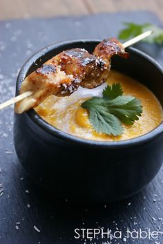 Cream of carrot soup with coconut milk and fresh coriander chicken skewers marinated with honey and lemon Chefs, Food Design, Soup Recipes, Cooking Recipes, Asian Recipes, Healthy Recipes, Eat Better, No Cook Meals, I Foods