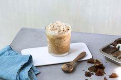 Du lager enkelt den populære is-frappen hjemme. Med kaffeisbiter blir hjemmelaget is-frappe ekstra fyldig og god.
