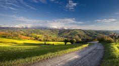 Splendid day on the green valley wallpaper