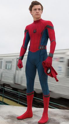 After the events of Captain America: Civil War, Peter Parker (Tom Holland) is now a fulltime superhero who struggles to balance saving the world and his schoo. Marvel Man, Marvel Comics, Man Thing Marvel, Captain Marvel, Marvel Avengers, Spiderman Costume, Spiderman Art, Amazing Spiderman, Joss Whedon