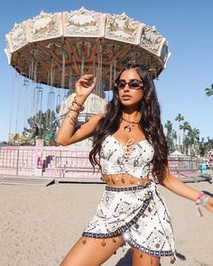 The ultimate accessory to complete your Coachella look? A futuristic-glam cat eye from the new Gigi x collection. Dope Fashion, Skirt Fashion, Fashion Outfits, Festival Outfits, Festival Fashion, Festival Style, Coachella Looks, Favourite Festival, Insta Makeup