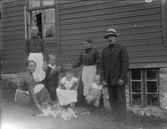 The Kongsvoll family. Norway. At the farm Nedste Kongsvoll, Folkestad. Sitting in front with the dog is school teacher Marie Kongsvoll (b. 1884). Behind her are, from the left: Dorte, Petter (b. 1912), Bergljot (b. 1916), Ingeborg Pedersdatter Fjøshaug (b.1887), Per (b. 1914) and village doctor Jon Kongsvoll. Photographer: Elling Anderson Folkestadås Date: 1917