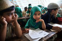 Girl in madrasah - Srinagar, India by Maciej Dakowicz Srinagar, Cute Kids, Cute Babies, Bless The Child, Workshop, People Of The World, Kids Learning, Street Photography, Little Girls
