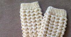 Näitä ihania pitsisukkia olen tehnyt vaikka kuinka monet jo, mutta tässä nyt ensimmäinen pari joka päätyy blogiin asti - ohjeen kera to... Wool Socks, Knitting Socks, Crotchet, Knit Crochet, Marimekko, Boot Cuffs, Leg Warmers, Fingerless Gloves, Diy And Crafts