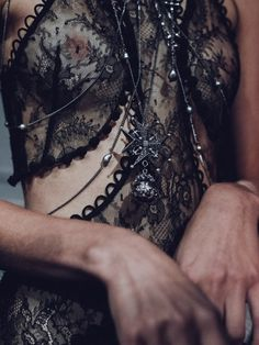 Alexander McQueen - Spring Summer 2016 Collection