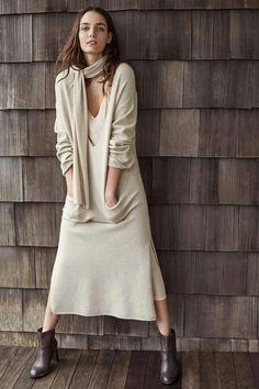 Abiti lunghi in maglia: quest'inverno l'abito lungo in lana o in cashmere , caldo e avvolgente, diventa il vero e proprio must-have di stagione. Ecco le proposte stefanel, da accessoriare e abbinare a proprio gusto.  #stefanel #stefanelvigevano #looks #lomellina #piazzaducale #vigevano #look #lookdonna #outfits #outfitoftheday #lookoftheday #foto #instalook #fallwinter2016 #chic #model #lana #wool #moda #shopping #instashopping
